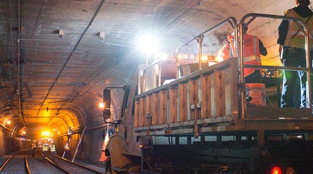 Signal technician dies after being pinned by steel beam in Twin Peaks Tunnel