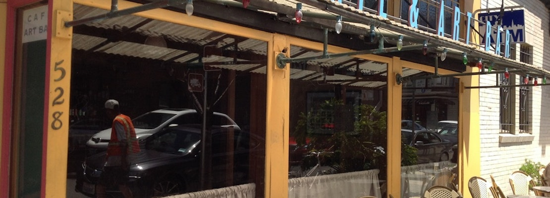 Momi Toby's To Close, New Champagne Bar 'The Riddler' Moving In