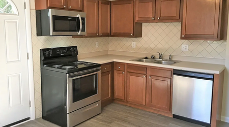What apartments will $800 rent you in North Linden, this month?