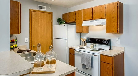 What apartments will $900 rent you in Don Scott, this month?