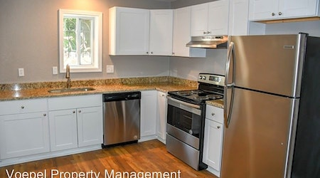 What apartments will $900 rent you in Hanover Place, today?