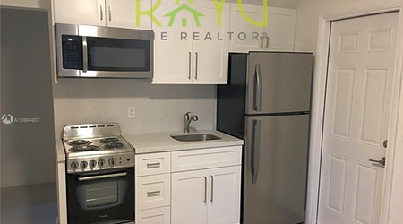 Budget apartments for rent in North Ponce de Leon, Miami