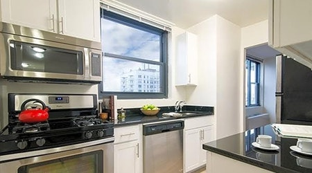 What apartments will $3,200 rent you in Murray Hill, today?