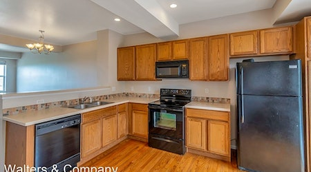 Apartments for rent in Aurora: What will $1,800 get you?