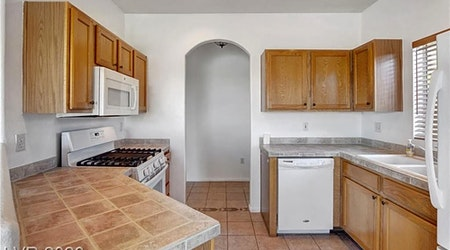 What apartments will $1,400 rent you in Summerlin North, right now?