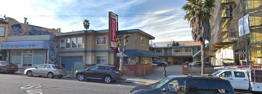 Four suspects flee after man stabbed in Excelsior motel room